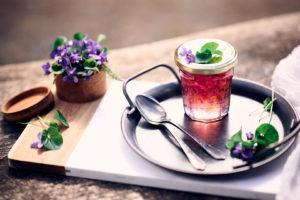 confiture maison à la violette